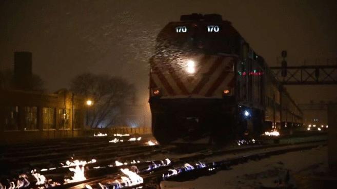 Fogo em trilhos? Entenda como alguns países mantêm os trens funcionando em dias de frio extremo
