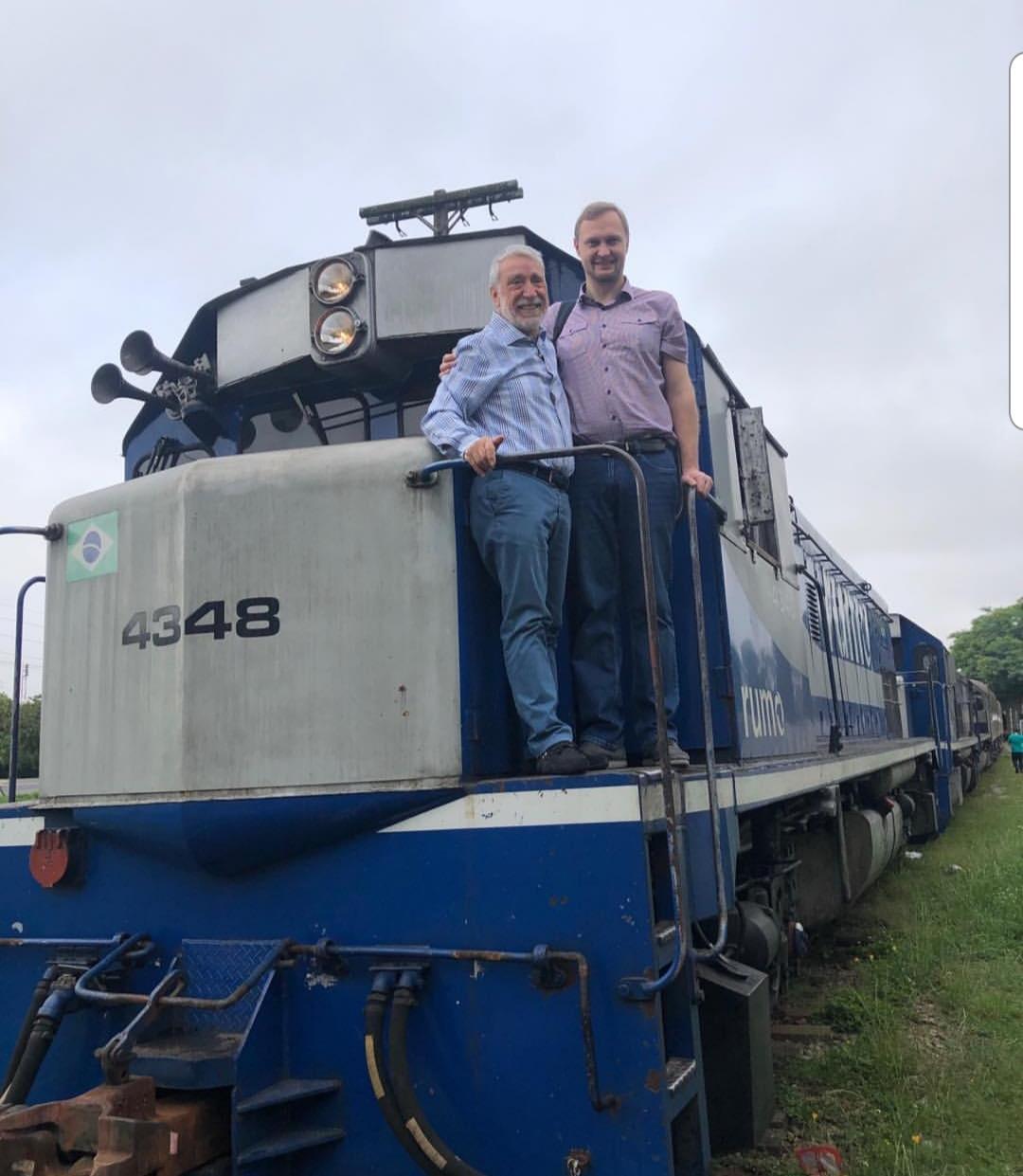 Diretor da Russian Railways visita trem no Brasil