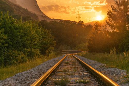 Benefícios dos sinais de trânsito movidos a energia solar para estradas de ferro
