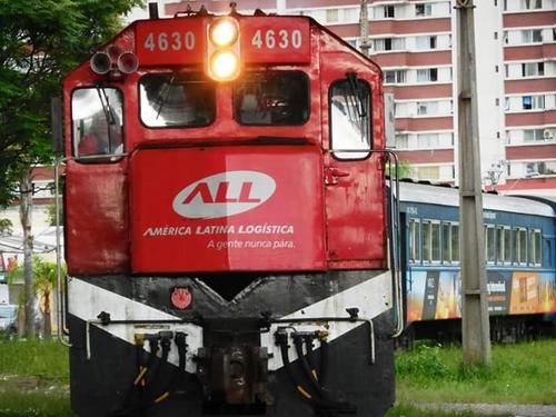 Chegando em Curitiba Trem de Passageiros.