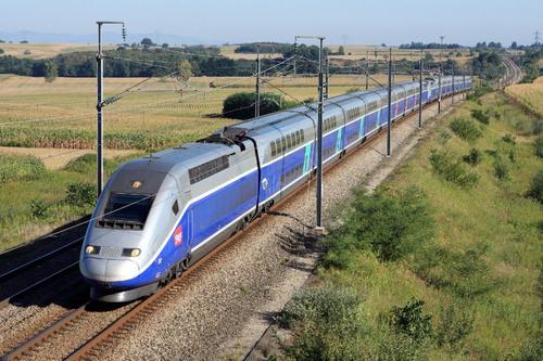 Em meio à crise, França transforma trem-bala em hospital móvel
